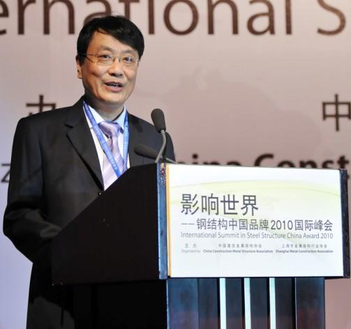 上海市金屬結構協會秘書長李肇凱介紹會議日程