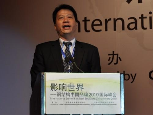 上海市金属结构行业协会会长曹平主持开幕仪式