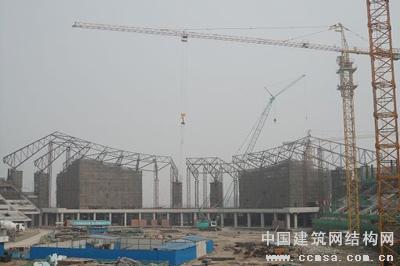该项目所有屋面桁架均须现场地面拼装