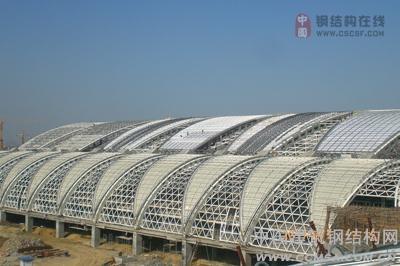 成都双流国际机场屋面工程掀起施工高潮