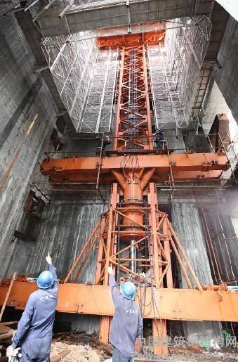 钢结构网首页 -> 中建钢构:广州东塔巨型塔吊首次顶升工程建设即将迈