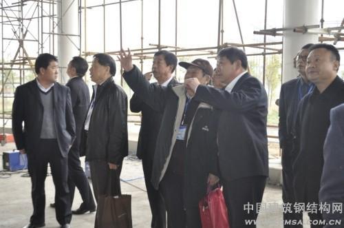 参观华兴波腹板钢结构件建设的职工大餐厅