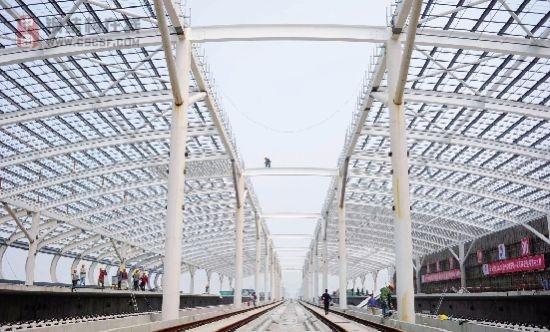 杭甬高铁站房主体钢结构完工
