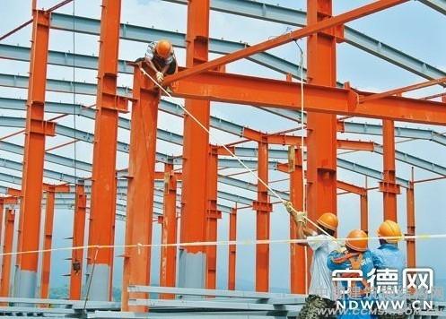 海西大型风机项目完成厂房主钢梁安装 办公楼封顶