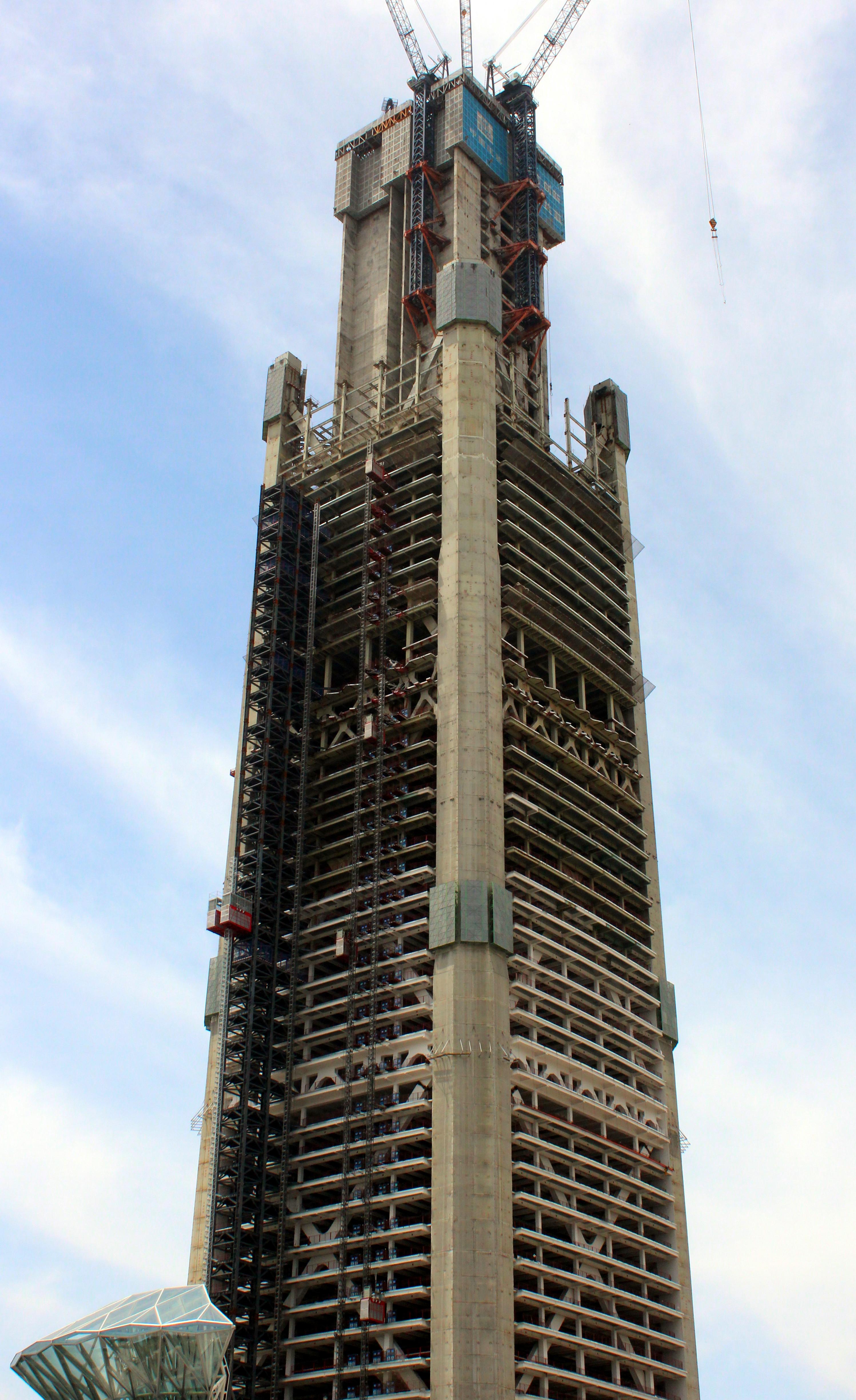 高银金融117大厦 游泳池建在597米顶层 中国结构第一高楼
