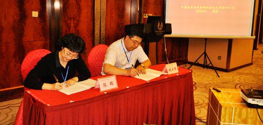 企业代表签署钢结构金奖评审廉洁自律书
