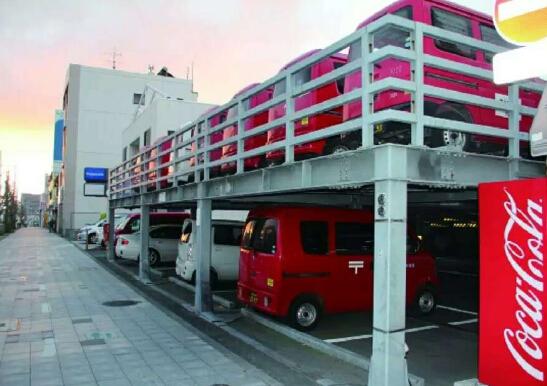 座钢结构自走式立体停车场即将交付使用