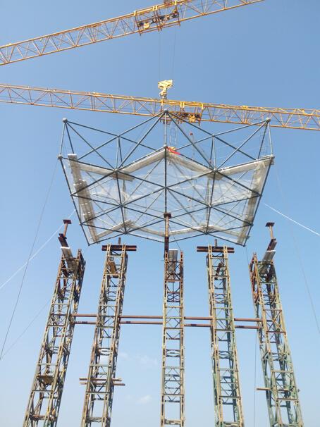 主体结构为钢骨混凝土结构,屋面为螺栓球/焊接球 无缝钢管网架结构,网