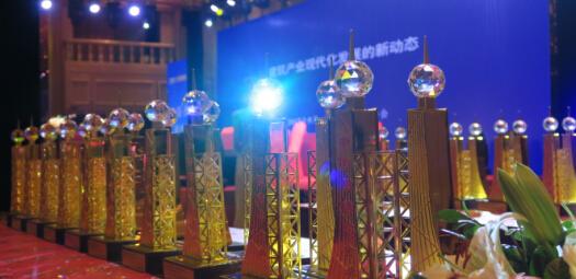 金灿灿的奖杯是对钢结构行业最高的表彰