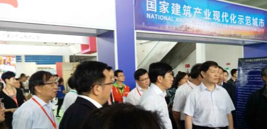 中国建筑金属结构协会刘哲秘书长领陪同住建部领导参观沈阳国际博览会