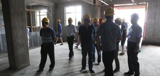 與會專家實地考察滬寧裝配式鋼結構建筑產業研發基地示范大樓