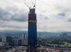 吉隆坡标志塔项目首道伸臂桁架层安装完成