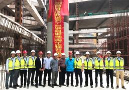广州珠江新城最后一块商业新用地施工钢结构开吊