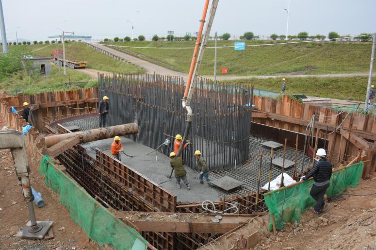 肇庆大桥扩建工程首个主墩承台完成浇筑