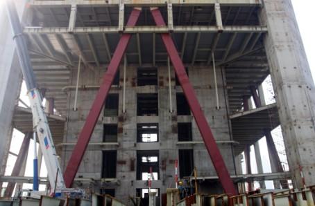 全国最大的防屈曲支撑站起来了--中国建筑金属结构钢