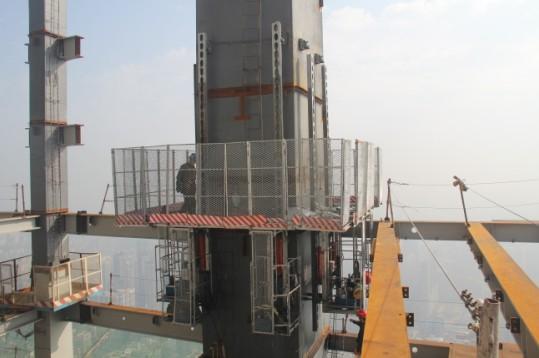 自主研发跨障碍式自爬升平台在东塔投入使用